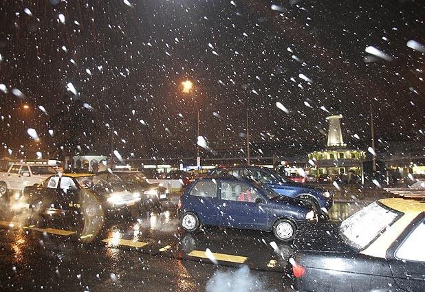 Intensas nevazones se registran en Santiago y en regiones
