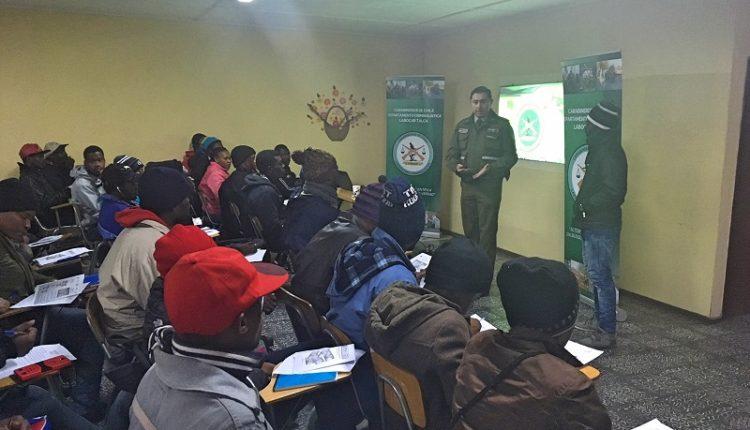 Labocar de Carabineros capacitó a haitianos sobre medidas de seguridad de billetes nacionales