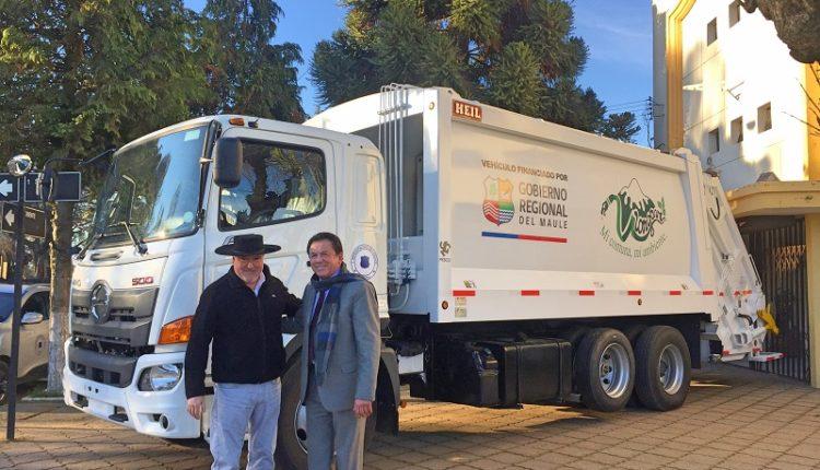 Consejo Regional entrega flota de vehículos para Provincia de Linares