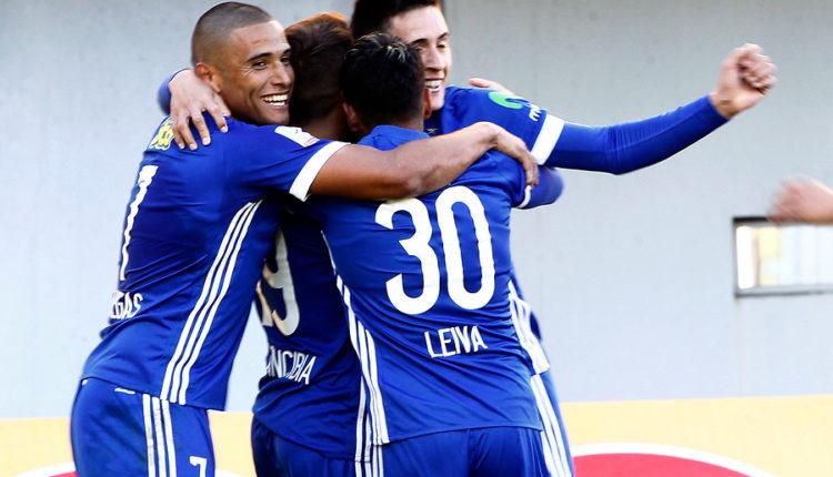 Los azules comenzaron bien el torneo y vencieron por dos goles a cero a Ñublense en Chillán