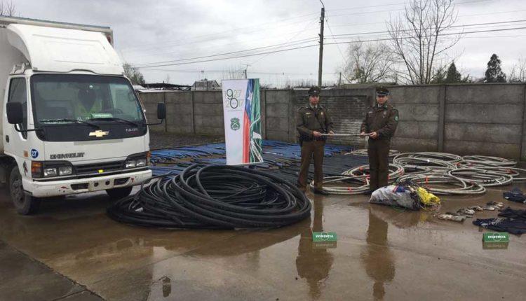 Carabineros de Parral detiene a dos sujetos que transportaban 2,6 toneladas de cable de cobre robado