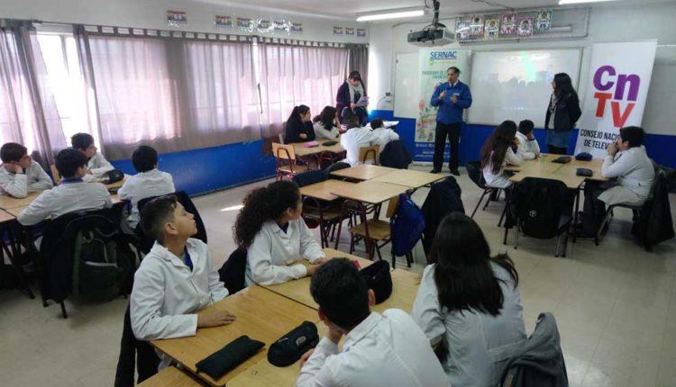 """Programa """"Cine en tu Colegio"""" llevó la educación financiera a escolares de Talca"""