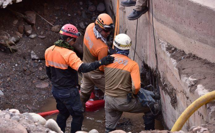 Topos chilenos viajan a México para ayudar en labores de rescate y búsqueda