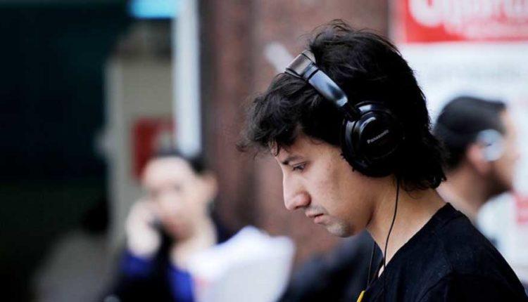 Estudio revela que 4 de cada 10 jóvenes escucha música a volúmenes inadecuados