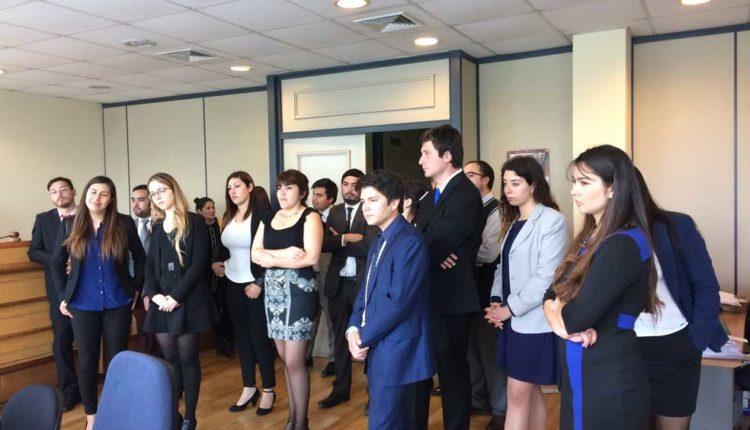 Alumnos de Derecho de la Universidad Autónoma visitaron Juzgado Civil de Talca
