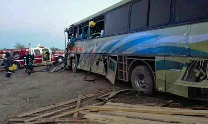Tres víctimas fatales dejó accidente de tránsito entre dos buses